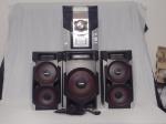 Soundsystem PHILLIPS FWM 593. Acompanha 3 caixas, sendo uma subwoofer. Ligando, porém sem garantias (defeito na gaveta de CDs). 35 x 26 x30cm.