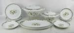 Aparelho de jantar, anos 60, em porcelana Steatita, decorada com pintura de pinhas, folhagens, flores e detalhes em dourado, composto de 2 travessas, sopeira, terrina com tampa, 10 pratos rasos, 10 fundos e 11 para sobremesa. Total de 35 peças.