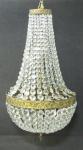 Lustre na forma de pera, para 5 luzes, em cristal com contas bisotadas. Guarnições em bronze trabalhado. Alt. 70cm.