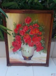 Quadro óleo sobre tela de vaso de flores, assinado Maria Augusta, moldura em madeira entalhada. Medindo a moldura 95cm x 80cm.