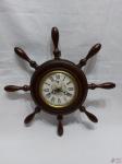 Relógio despertador de parede da marca Rubinick, modelo Timão. Medindo a moldura 22,5cm de diâmetro e o mostruário 11cm de diâmetro. A corda está presa, necessita de revisão.