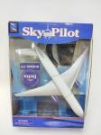 Miniatura Delta Air Lines - Boeing 777/200 - Sky Pilot, manufatura New Ray em seu blister, miniatura medindo 26 cm de comprimento