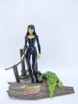 Boneca Danger Girl - Syndey Savage acompanha seu chicote e acessório, medindo 16 cm de altura, conforme fotos