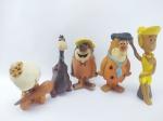 Coleção de Bonecos do Desenho Os Flintstones anos 90 sendo os personagens Fred, Barney, Wilma, Bambam e Dino, contem desgastes e alguns ressecados, conforme fotos, maior medindo 14,5 cm