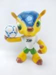 Boneco Mascote Fuleco da Copa do Mundo de 2014 - Brasil, medindo 23 cm de altura