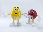 M&M - 2 Bonecos  do Chocolate M&m´s  sendo Amarelo e Vermelho, Maior medindo 17 cm de altura, conforme fotos - Mars