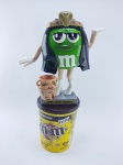 M&M - Dispenser do Chocolate M&m´s com tema de Cleópatra, acompanha base, medindo 22 cm de altura, obs: Está vazio
