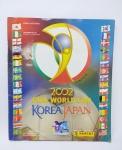Álbum de Figurinhas sendo Copa do Mundo de 2002 (Japão) - Completo, conforme fotos, contem algumas escritas em caneta, capa com marcas do tempo