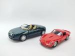 2 Miniaturas sendo Ferrari 250 GTO, Manufatura Maisto, escala 1/38 e Outro sendo Alfa Romeo Spider manufatura Speed Power, escala 1/32