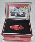 Miniatura Ixo Ferrari D50 1956  Juan Manuel Fangio  escala 1:43   item de coleção na embalagem original personalizada: caixa de lata + encarte + caixa de papelão  miniatura e encarte íntegros - caixas com leves sinais pelo armazenamento