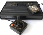 COLECIONISMO - VIDEO GAME ATARI 2600 original da Polyvox completo com cabos, joystick e conversor de antena. Acompanha um cartucho IMMIES & AGGIES. Em EXCELENTE ESTADO de conservação e FUNCIONANDO. Solicite vídeo do jogo em funcionamento.