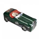 Caixa de lata ricamente policromada e em formato de carro e com rodas que giram. Medida 27 cm.