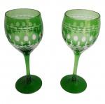Par de taças para vinho com rico trabalho e lindo tom verde.