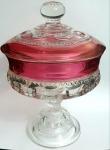 Belíssima e graciosa bombonier em demi-cristal translúcido e rose, peça lindamente trabalhada,  med. 18 x 13 centímetros.