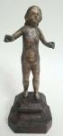 ARTE SACRA  - Antigo imaginário português séc.XIX representando MENINO JESUS, peça executada em madeira policromada,  med. 21 centímetros