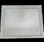 GRANDE ESPELHO  - lindo espelho, com bela moldura em madeira maciça entalhada e patinada, med. 110 x  92 centímetros.