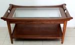 ESTILO ÁSIA- Mesa de centro, móvel em madeira  envernizada, tampo inferior em madeira e tampo superior em vidro bisotado,  med. 53 x 110 x 59 centímetros.