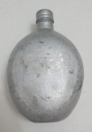 Antigo cantil militar do exército brasileiro, feito em alumínio marcado EB, med. 20 x 13 x 7centímetros.