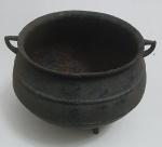 Antigo caldeirão em ferro forge,  med. 18 x 25 centímetros.