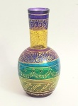 Garrafa em vidro,  com bela pintura ao gosto indiano, med. 23x 12x centímetros