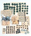 Centenas de botões antigos de diversos modelos e tamanhos