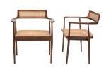 JOAQUIM TENREIRO - CADEIRA ARANHA  Belíssimo par de  cadeiras de braço com toda sua estrutura confeccionada em  em jacarandá baiano década de 50. Assento e encosto em palhinha natural. Altura 86 x comprimento 68 x profundidade 56 cm.