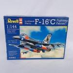 Revell - Plastimodelismo - Kit de montagem lacrado fabricado pela Revell do Avião militar F-16C Fighting falcon na escala 1/144 - Montado mede 13,4cm.
