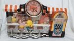 Relógio Coca Cola de parede, sorveteria em 3D, com jukebox, anos 80/90, 32 x 63 x 6,5 cm
