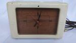 ANTIGO RELÓGIO ELÉTRICO / DESPERTADOR marca LACKNER (Lackner Clock Company in Cincinnati, Ohio, USA). Funcionando em 110 VOLTS inclusive o despertador. Ao vencedor do leilão será enviado um vídeo sobre o funcionamento.