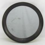 Espelho circular com moldura em jacarandá entalhado com sulcos. Diam. 46cm.