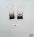 2 Copos De Licor Em Cristal Com Base Em Prata De Lei, contrastado .  Apresenta mini Bicado Borda quase imperceptívelMedida : 5,5 cm altura x 2,5 cm diâmetro.