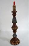 Raríssimo Tocheiro de Igreja entalhado em madeira nobre, Século XVIII / XIX com resquícios de folha de ouro. Med. 50 cm alt.