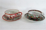JAPÃO  Duas (02) Elegantes xicaras para chá em fina porcelana oriental ricamente adornadas em motivo floral com policromia e cenas de gueixas.