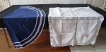 Duas (02) toalhas de mesa sendo; uma redonda confeccionada em algodão no tom azul marinho, barra com detalhes ( 1,40 cm diâmetro) e uma retangular em algodão bordada a mão na cor branca e rendada(118 x 94 cm).