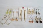 BIJUTERIAS DE ESTILO- Lote constando de nove brincos de modelos e materiais diversos, sendo um em prata. Todos de orelha furada.