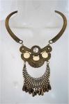 BIJUTERIAS DE ESTILO- Maxi colar dourado guarnecido com contas . Med. 25 cm comprimento.