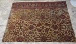 Parte de um grande tapete persa Sparta.. Med. 250 x 178 cm.