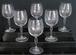 BOHEMIA  Seis taças para vinho tinto em cristal europeu translúcido, lapidação floral , haste lisa e base circular . Peça Selada. Med. 18,5 cm alt x 7,5 cm diâmetro.