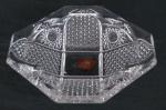 WALTHER GLASS GERMANY- Elegante cinzeiro translúcido CRISTAL ALEMÃO , ricamente lapidado em estrelas, com selo de origem. Med. 4 x 18 cm diâmetro.