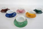 REAL- Antigo conjunto, original da década de 60, com seis xícaras de café, de coleção, em fina porcelana adornadas com coloridos diferentes e realce de filetes em fio de ouro. .Med xícaras-8cm comp x 4cm alt;pires-10,5cm diâm