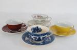 """Quatro antigas xícaras diversas de coleção para chá com respectivos pires, sendo três, em porcelana Real, uma decorada com flores e rica aplicação em dourado e """"Japonesa"""", com esmaltagens azul, decoração dita pombinhos."""
