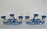"""PEDREIRA - Par de Candelabros para três velas, em porcelana branca, decorado com flores no padrão """"Blue & White"""" e detalhes em alto relevo, com aplicação de ouro, marcados na base. Med. 12 x 27 x 7 cm. Um com bicado na base."""