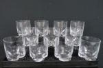 Conjunto de onze copos para whisky em pesado cristal europeu translúcido , base moldada. Med. 10 x 9 cm diâmetro.