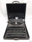 Antiga maquina de escrever Remington Rand, no estojo. Funcionando perfeitamente.