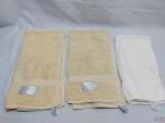 Lote de 3 toalhas de banho 100% algodão, medindo maior 90cm x 50cm.