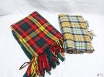 Lote de 2 mantas em lã quadriculada. Medindo ambas 160cm x 120cm.