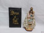 Lote de placa decorativa e imagem de Nossa Senhora, peças em gesso. Medindo a imagem 25cm de altura.