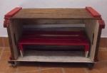 DIVERSOS - sapateira artesanal, com prateleira e rodízios de silicone, confeccionada com caixotes de feira. Med.:  36x60x32 cms.