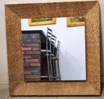 Espelho com moldura de manchas de onça, em perfeito estado, moldura = 10cm x110 x110cm, espelho = 6mm x  76 x76cm, 34kg