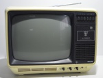 Televisão antiga Phillips, preto e branco, funcionando, precisa de conversor